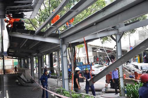 """Ông Hải quyết dỡ mái che """"khủng"""" của tòa nhà Saigon Centre chiếm vỉa hè - 4"""