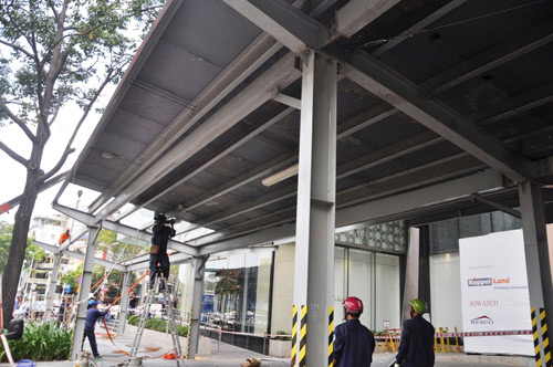 """Ông Hải quyết dỡ mái che """"khủng"""" của tòa nhà Saigon Centre chiếm vỉa hè - 3"""