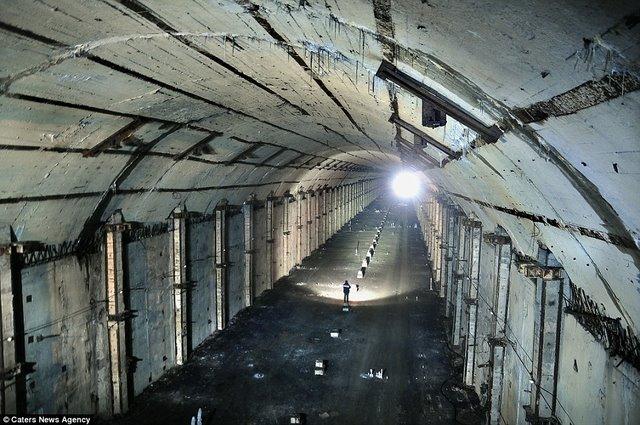 Bên trong hầm chống được hạt nhân chứa tàu ngầm Nga - 4
