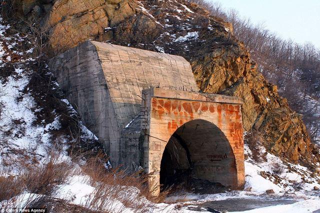 Bên trong hầm chống được hạt nhân chứa tàu ngầm Nga - 2