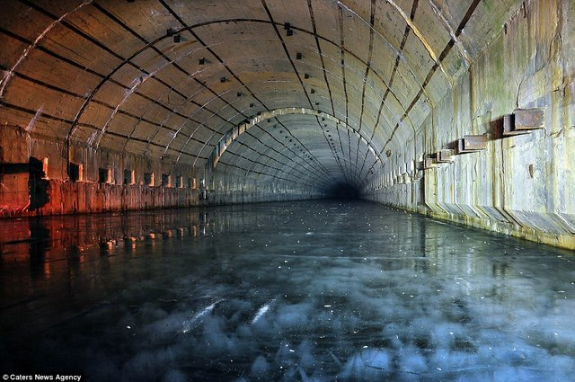 Bên trong hầm chống được hạt nhân chứa tàu ngầm Nga - 5