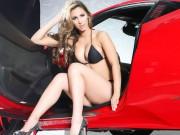 """""""Sốt xình xịch"""" trước vẻ đẹp sexy bên Ferrari"""