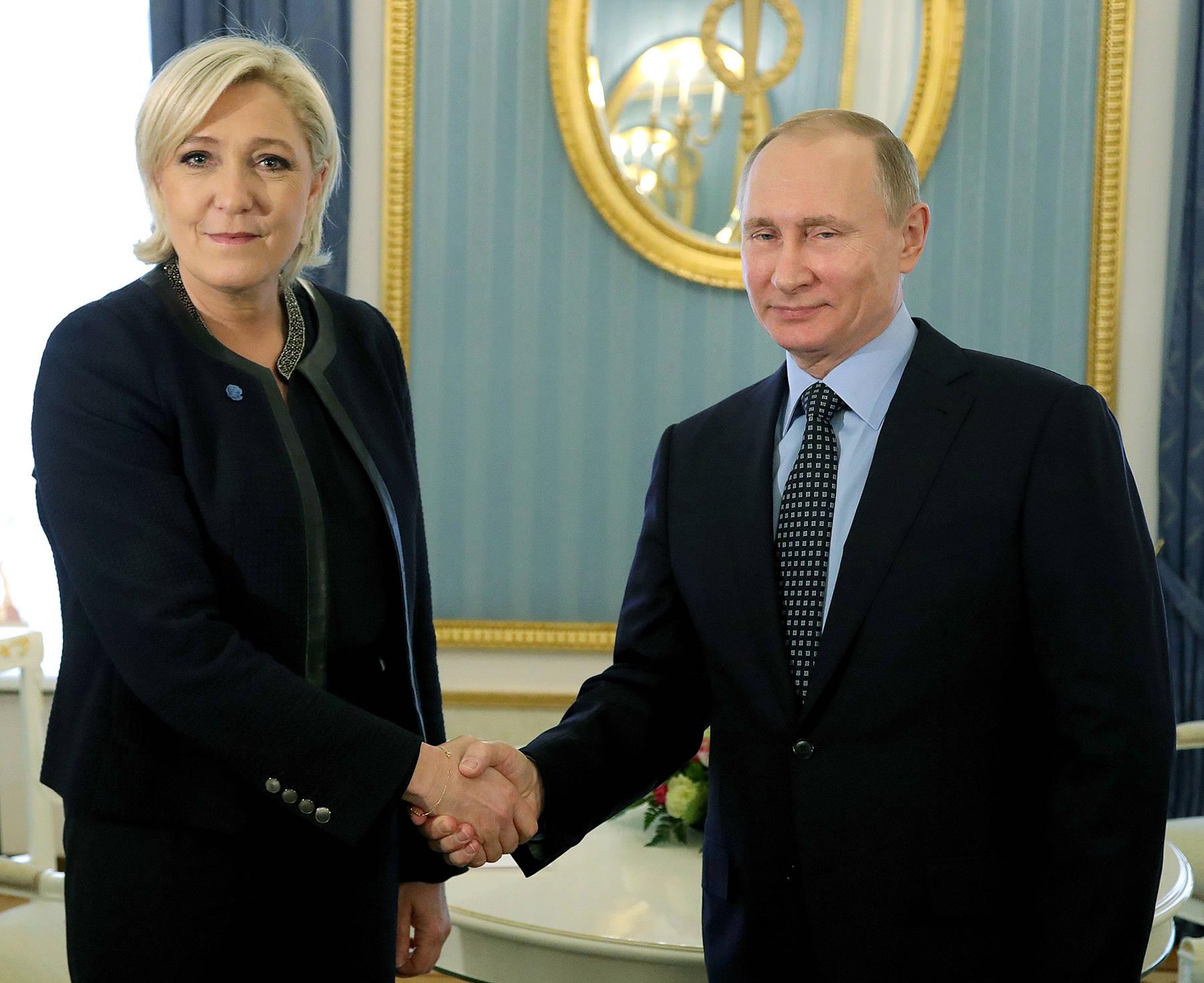 """Putin bất ngờ """"ra mặt"""" đón nữ ứng viên tổng thống Pháp - 1"""