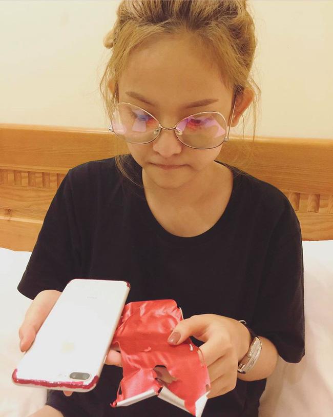Xa thiếu gia Phan Thành, Thúy Vi làm thế này để có iPhone7 đỏ - 3