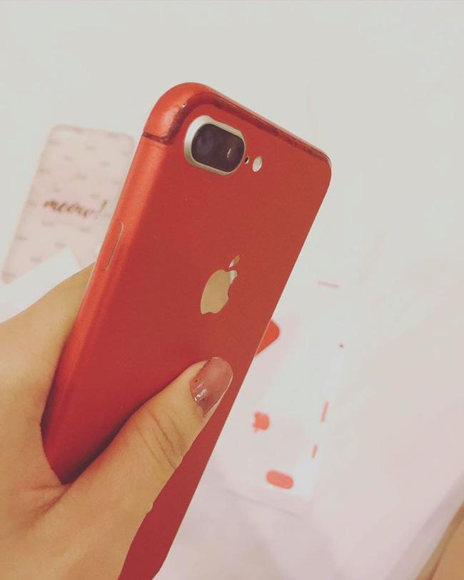 Xa thiếu gia Phan Thành, Thúy Vi làm thế này để có iPhone7 đỏ - 4