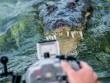 Hết hồn với cảnh du khách đối mặt cá sấu dưới biển