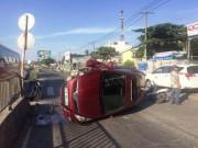 Tin tức trong ngày - TP.HCM: Ô tô lật ngang sau tiếng nổ, một người tử vong
