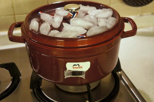 Trổ tài luộc gà không cần nước mà vẫn mềm ngon, ngọt thịt - 7