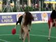 Hoàng Thùy Linh và dàn sao Việt cứ ra sân bóng là khiến fan điêu đứng