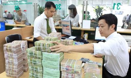 """Lãi suất tăng tại ngân hàng """"người ăn, kẻ lần"""" - 1"""