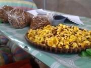 Thị trường - Tiêu dùng - Dân đổ xô vào rừng đào gốc trà hoa vàng để bán