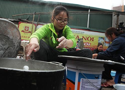 Dân Thủ đô xếp hàng mua bánh trôi, bánh chay ngày Tết Hàn Thực - 4