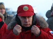 """Putin khoe loạt ảnh nam tính """"chất lừ"""" chụp ở Bắc Cực"""