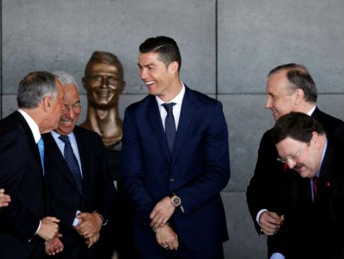 Ronaldo trốn thuế vẫn an toàn: 1 tay che trời - 1