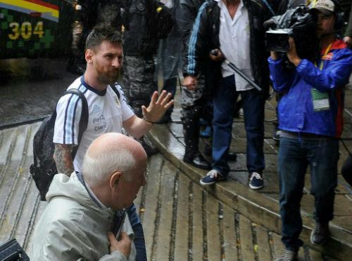 """""""Đầu gấu"""" Messi khủng hoảng tâm lý trước Siêu kinh điển - 1"""