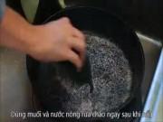 Ẩm thực - Mẹo vặt thần kỳ biến chảo cáu bẩn sạch bong như mới