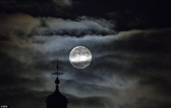 """Chiêm ngưỡng """"trăng sói"""" cực ấn tịnh ngày đầu năm mới - 5"""
