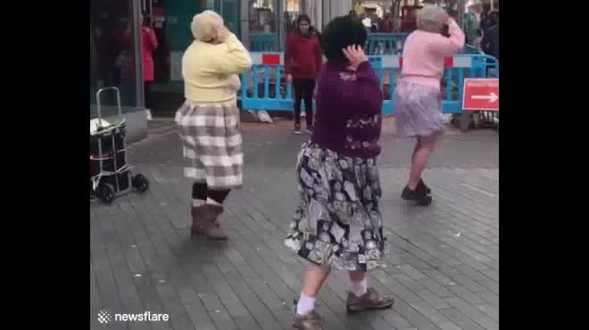 Khi về già ai cũng muốn có một hội bạn thân thế này!
