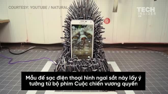 """Smartphone Samsung thể hiện ngôi vua với đế sạc """"ngai sắt"""" Iron Throne"""