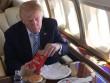 """Vì sao ông Trump """"chê"""" cao lương mĩ vị, thích đồ ăn nhanh?"""