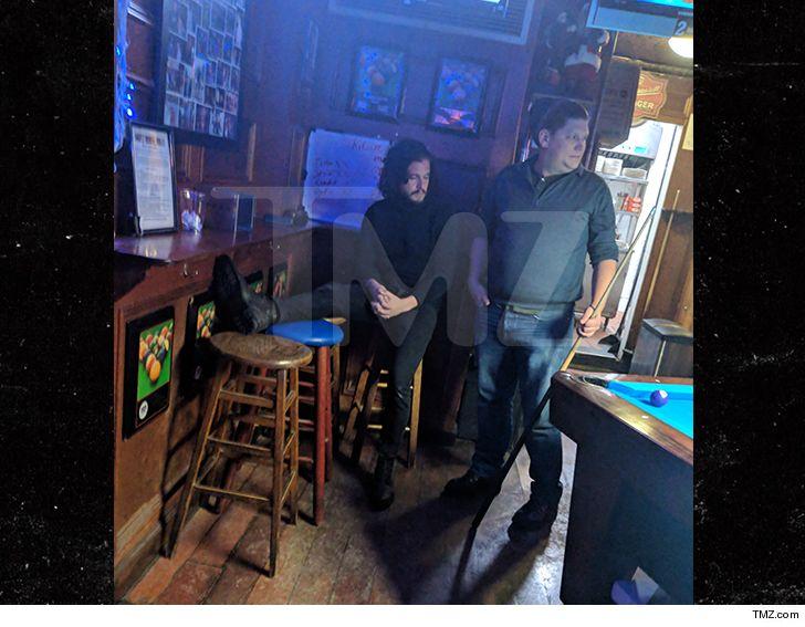 """Nam chính """"Trò chơi vương quyền"""" bị đuổi khỏi quán bar vì hành vi gây rối - 1"""