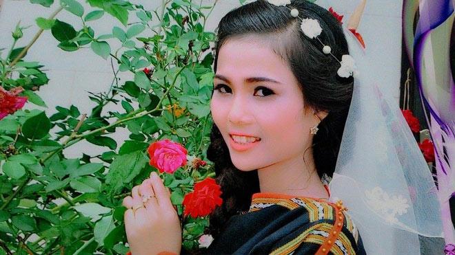 Cô em gái đẹp lạ của tân Hoa hậu Hoàn vũ nóng bỏng - 2