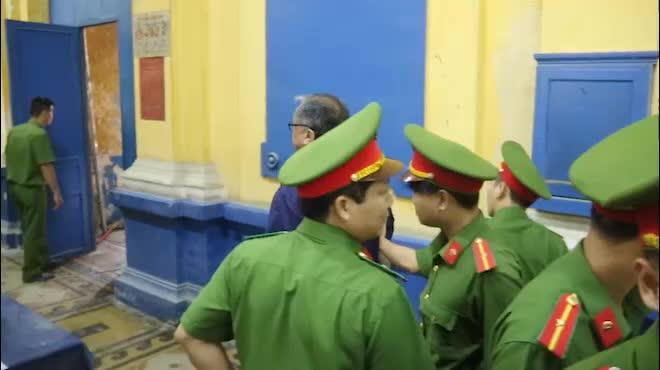 Đại gia Hứa Thị Phấn vắng mặt trong phiên xử Trầm Bê