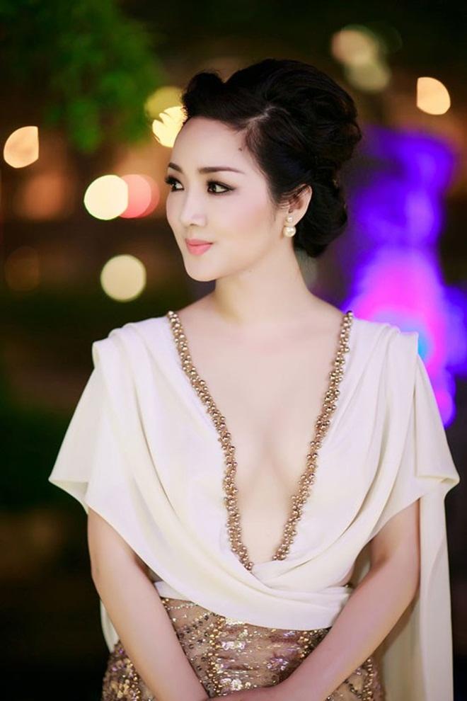 Những cảnh táo bạo của Hoa hậu Việt khiến người xem đỏ mặt - 1