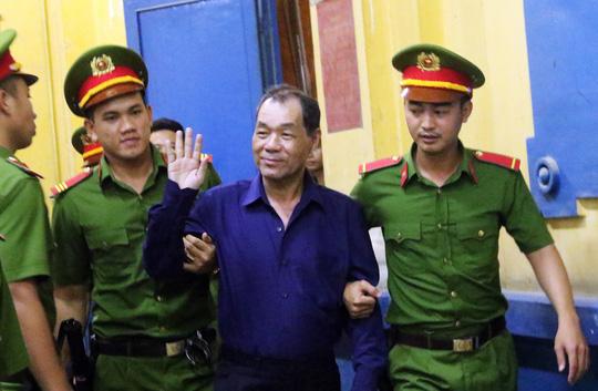 Đại gia Hứa Thị Phấn vắng mặt trong phiên xử Trầm Bê - 4