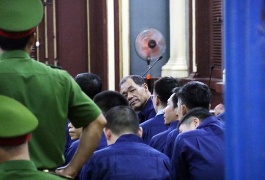 Đại gia Hứa Thị Phấn vắng mặt trong phiên xử Trầm Bê - 6