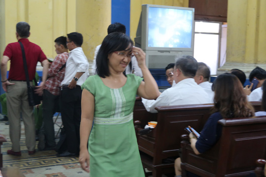 Đại gia Hứa Thị Phấn vắng mặt trong phiên xử Trầm Bê - 1