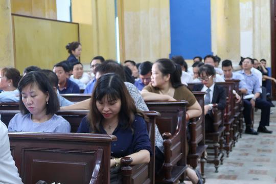 Đại gia Hứa Thị Phấn vắng mặt trong phiên xử Trầm Bê - 2
