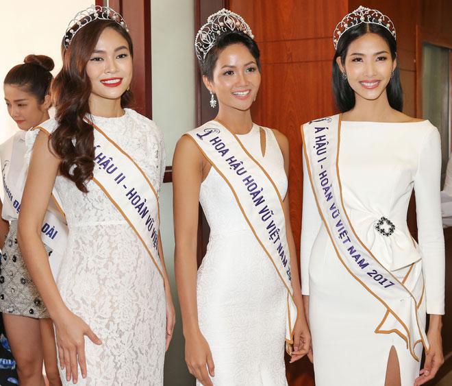 Hoa hậu H'Hen Niê đội vương miện về thăm trường cũ - 3