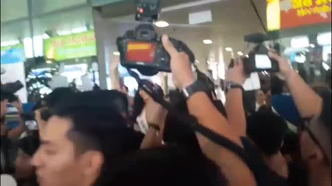 """Fan nhầm lẫn Á hậu Mâu Thủy là """"Hoa hậu Quốc dân"""""""