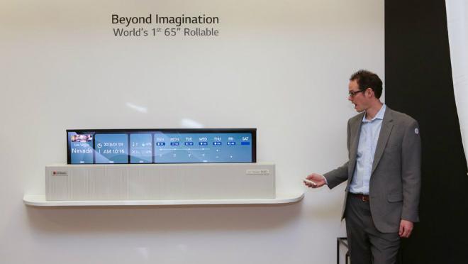 Video: LG OLED TV 65-inch cuộn lại như làm ảo thuật - 3