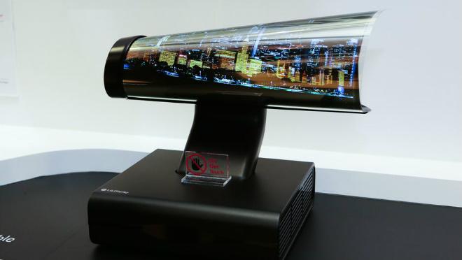 Video: LG OLED TV 65-inch cuộn lại như làm ảo thuật - 2