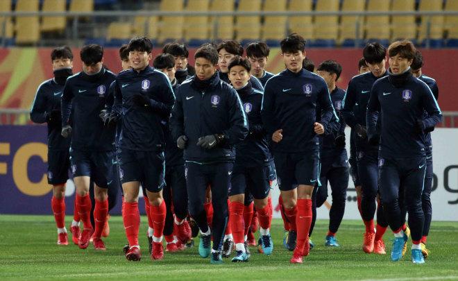 """HLV U23 Hàn Quốc """"căng thẳng"""" trước giờ đấu U23 Việt Nam - 2"""
