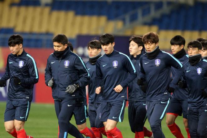 """HLV U23 Hàn Quốc """"căng thẳng"""" trước giờ đấu U23 Việt Nam - 3"""