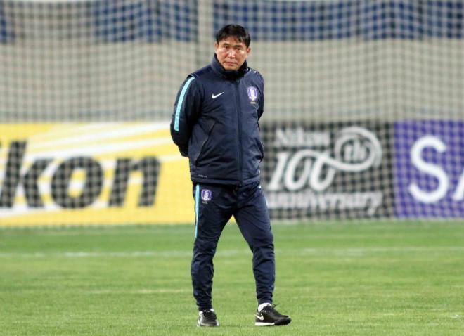"""HLV U23 Hàn Quốc """"căng thẳng"""" trước giờ đấu U23 Việt Nam - 4"""