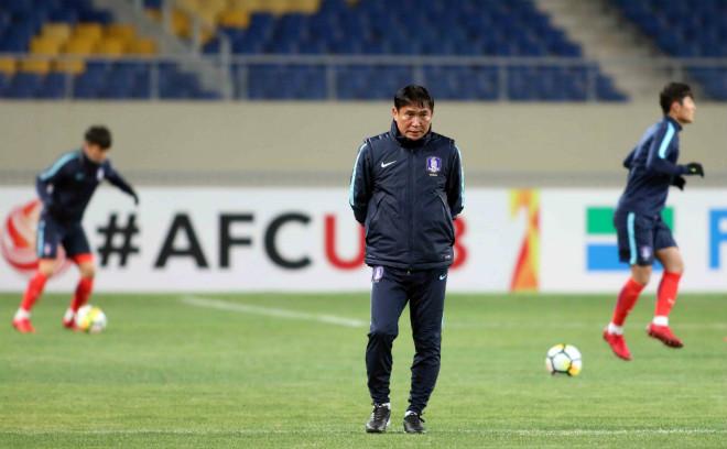"""HLV U23 Hàn Quốc """"căng thẳng"""" trước giờ đấu U23 Việt Nam - 10"""
