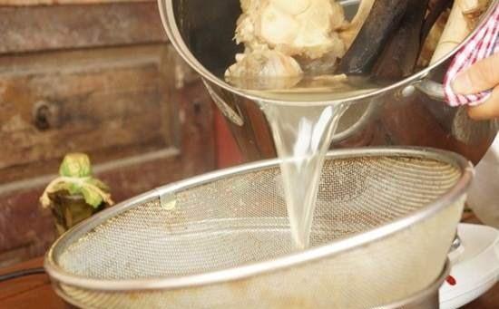 Tuyệt chiêu để có được nồi nước dùng thơm ngon, trong vắt - 2