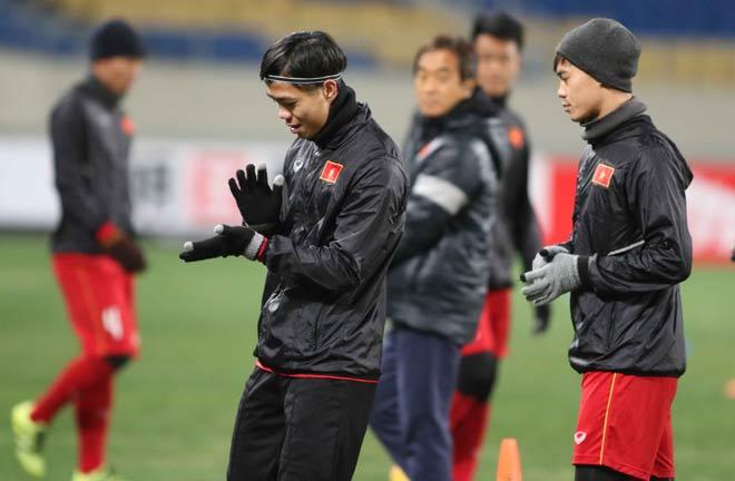 """U23 Việt Nam hứng khởi """"làm nóng"""" chờ so tài U23 châu Á - 4"""