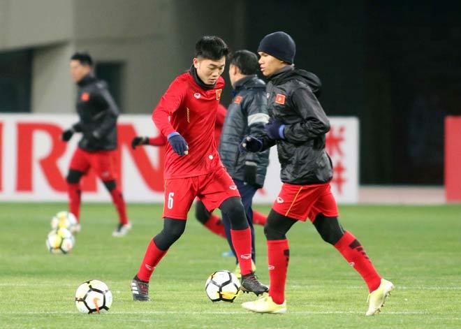 """U23 Việt Nam hứng khởi """"làm nóng"""" chờ so tài U23 châu Á - 8"""