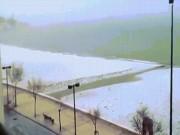 Tây Ban Nha: Ra biển tắm nắng, chỉ thấy đầy tuyết trắng