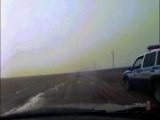 Video: Cảnh sát Nga truy đuổi, bắn xe vi phạm như phim hành động