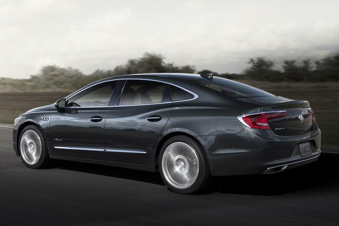 Sedan hạng sang kiểu Mỹ giá chỉ 1 tỷ đồng - 2