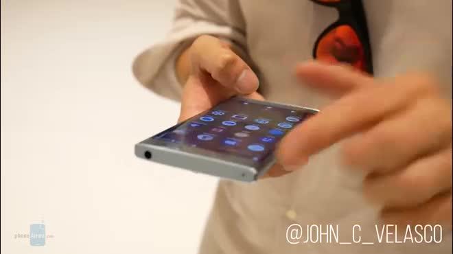 Video trên tay Sony Xperia XA2 thiết kế cổ điển