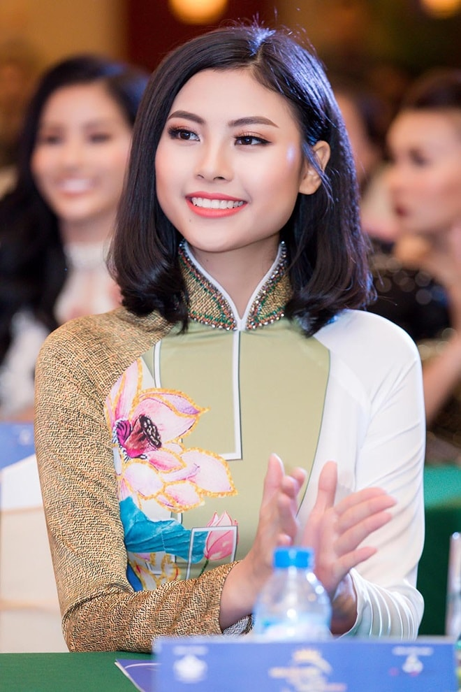 """Á hậu """"siêu vòng 3"""" Khánh Phương khoe hình thể thắt đáy lưng ong - 4"""