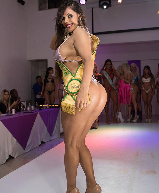 Hoa hậu siêu vòng 3 khỏa thân mời chào tân binh Barcelona đến Brazil - 5
