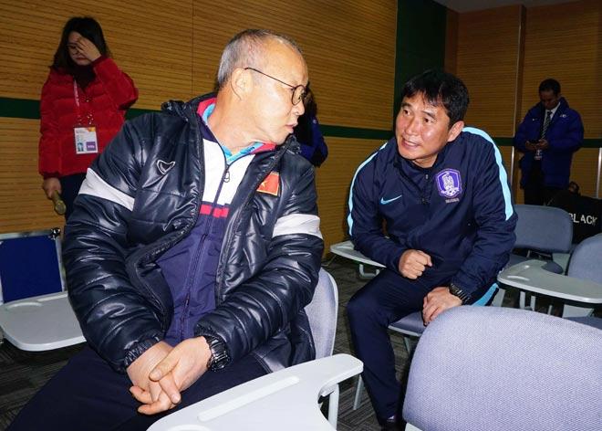 """HLV Park Hang Seo thân mật với HLV U23 Hàn Quốc trước """"đại chiến"""" - 1"""